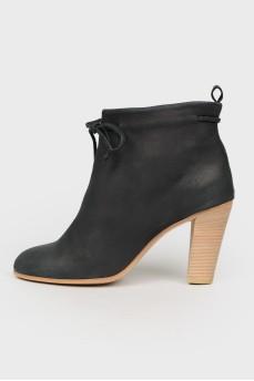 Ботинки без застежки на каблуке