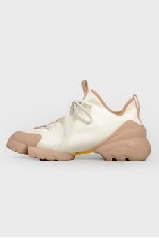 Кроссовки бело-коричневые на шнурках