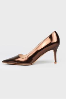 Остроносые туфли лакированные