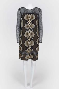 Платье с кружевными рукавами и змеиным принтом