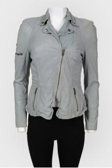 Куртка с обилием молний и кнопок