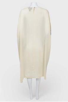Свободное платье с широкими рукавами