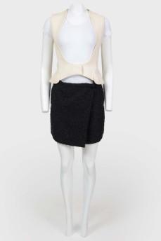 Двухцветное мини-платье с юбкой на запах