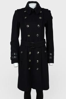 Двубортное пальто с металлическими пуговицами