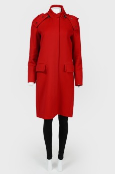 Красное прямое пальто с капюшоном