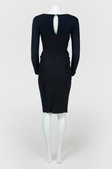 Платье по фигуре с вырезом каре