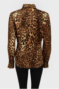 Леопардовая блуза с металлическими пуговицами