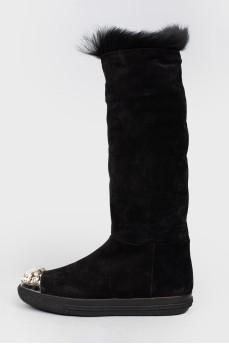 Высокие черные сапоги с камнями на носках