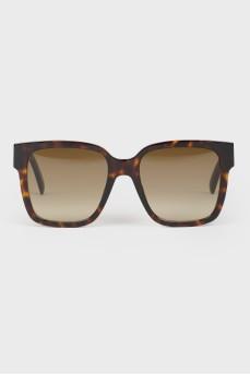 Коричневые с градиентом солнцезащитные очки