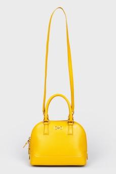 Желтая сумка с короткими ручками и плечевым ремнем