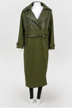 Длинное двубортное пальто зеленое