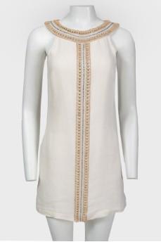 Платье изо льна, украшенное бисером