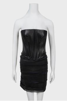 Черное платье с кожаным корсетом