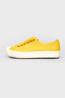 Желтые кожаные кеды на шнуровке