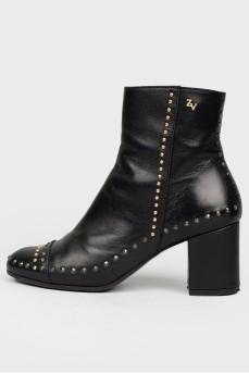 Ботинки кожаные черные с металлическими заклепками