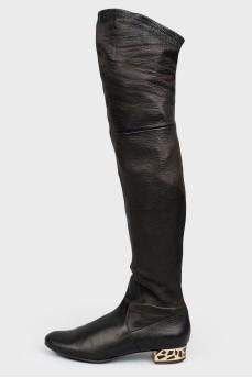 Сапоги черные с золотистым каблуком