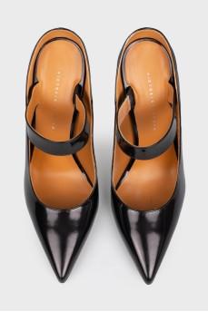 Туфли на шпильке с острым носком