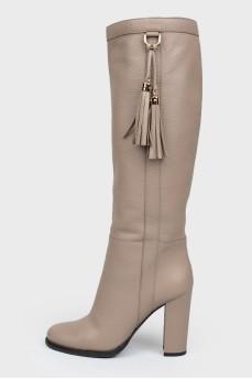 Сапоги бежевые кожаные на каблуке