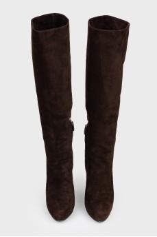 Сапоги замшевые коричневые на каблуке