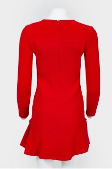 Платье красное прямого кроя с длинным рукавом