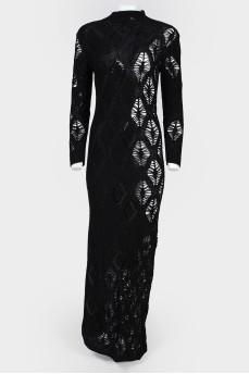 Длинное черное вязаное платье