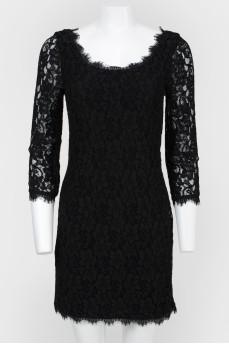Черное кружевное платье сзади на молнии