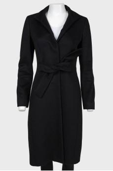 Черное шерстяное пальто с поясом