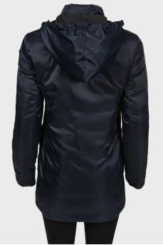 Темно-синяя куртка с золотистыми кнопками