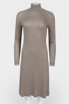 Платье приталенное коричневого цвета