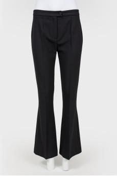 Черные классические брюки-клеш