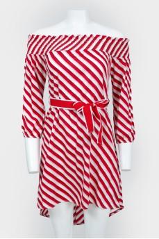 Платье в красно-белую полоску