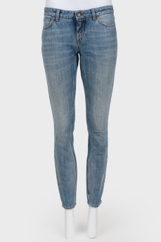 Зауженые джинсы синего цвета