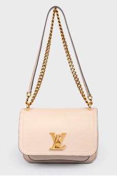 Кожаная сумка бежевого цвета LockMe Chain