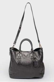Черная кожаная сумка на ручках и плечевом ремне