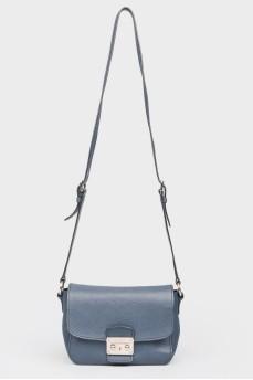Темно-синяя кожаная сумка на металлической застежке
