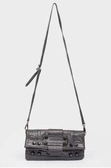 Черная кожаная сумка мягкой формы