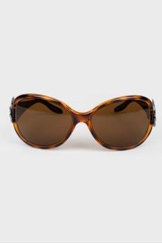 Солнцезащитные очки коричневой тонировки
