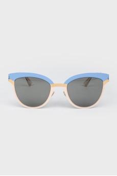 Солнцезащитные очки с темной тонировкой