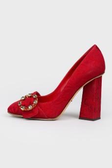 Красные текстильные туфли на фигурном каблуке