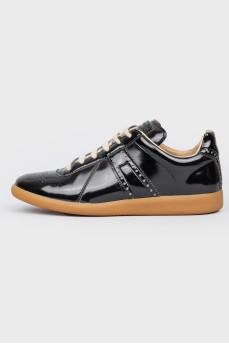Лакированные кроссовки с перфорацией Replica