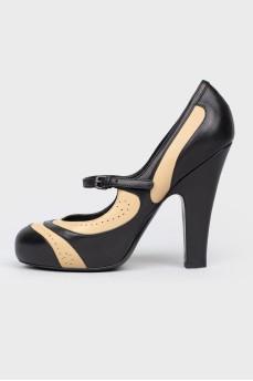 Кожаные туфли с ремешком