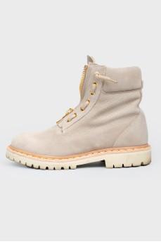Серые замшевые ботинки