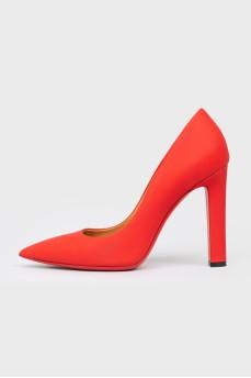 Красные туфли из матовой кожи