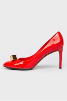 Красные лаковые туфли
