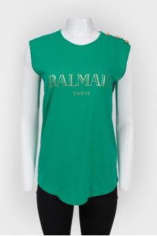 Топ зеленый с золотистым принтом лого бренда