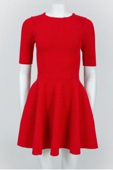 Красное приталенное платье сзади на молнии