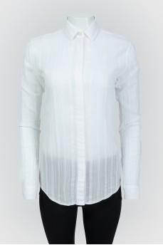 Белая рубашка на скрытых пуговицах