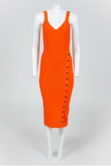 Оранжевое облегающее платье на бретельках