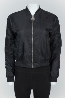Черная нейлоновая куртка с черепом