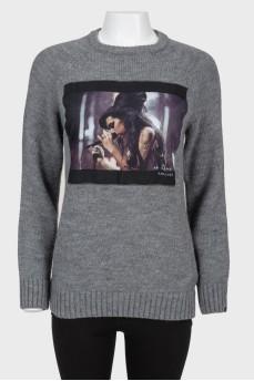 Серый шерстяной свитер с тканевым принтом